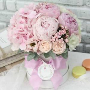 Пионы и розовая гортензия в коробке R761