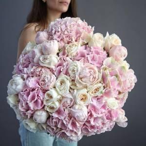 Большой нежный букет пионы, пионовидные розы и гортензия R522