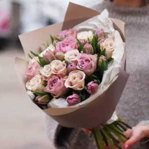 Сборный нежный букет розы и тюльпаны R1252