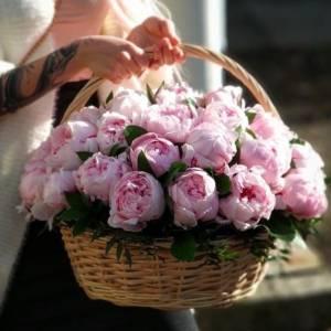 Корзина 45 крупных розовых пионов R274