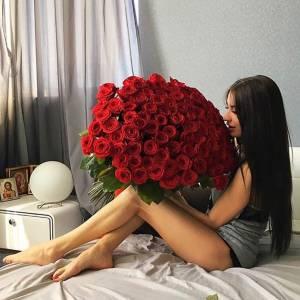 Букет 101 красная роза с лентами R873