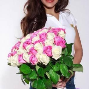 Букет 51 белая и розовая роза с лентами R307